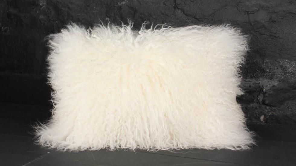 tapis poil long blanc 15 coussin poils longs blanc. Black Bedroom Furniture Sets. Home Design Ideas
