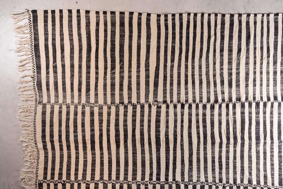 tapis ancien berbere rayé, noir et écru