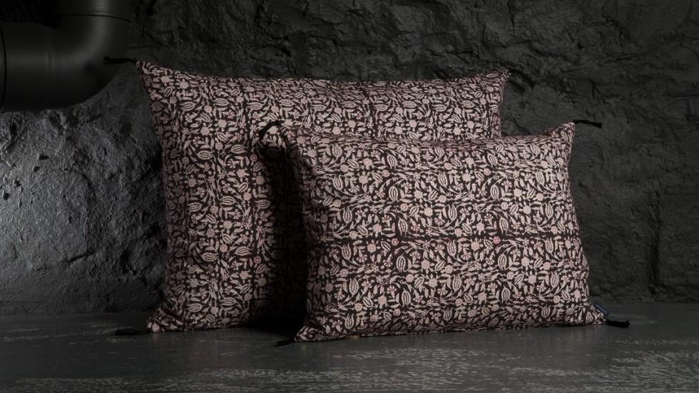 coussin caravane contemporain coton tulipan noir. Black Bedroom Furniture Sets. Home Design Ideas