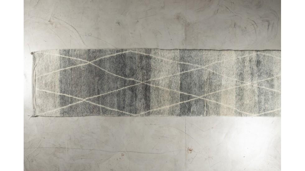tapis berb re en pure laine tapis de passage gris. Black Bedroom Furniture Sets. Home Design Ideas