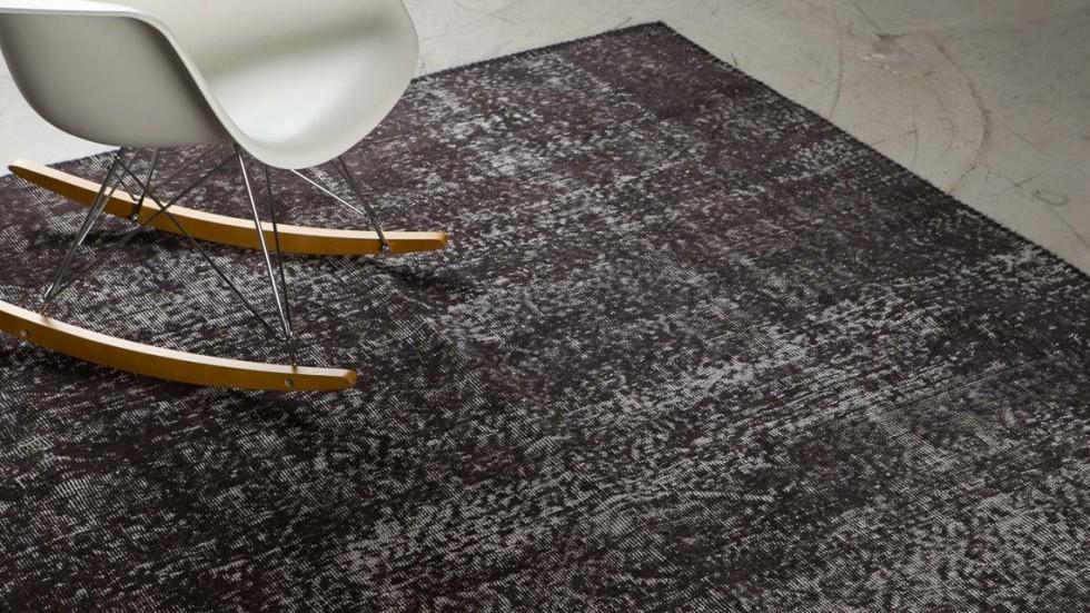 tapis vintage en laine noirgris 1 - Tapis Noir